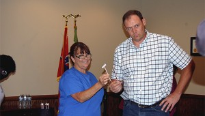Photo by Cassandra Favre Stephanie Bounds, left, and Glenn Bolin drew straws Thursday night to determine who would take the vacant Poplarville Board of Aldermen seat. Bolin drew the long straw, making him the winner. He will take office in early October.